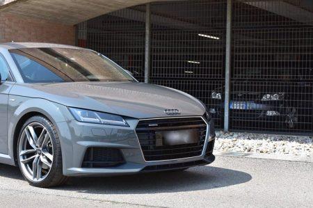 Un bellissimo detailing su un Audi TT di colore grigio nano grau..Lucidatura all…