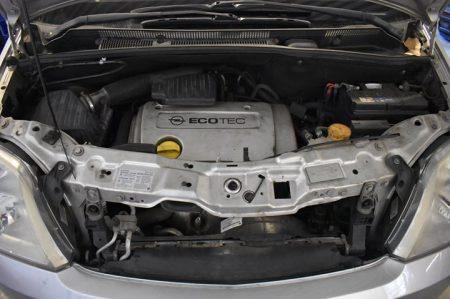 Oggi una pulizia di un vano motore per trovare una perdita d'olio..  Se anche tu…