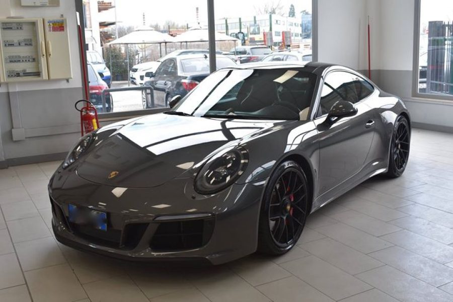Un lavoro di correzione dei difetti su questa fantastica  #Porsche  #911gts   L'…