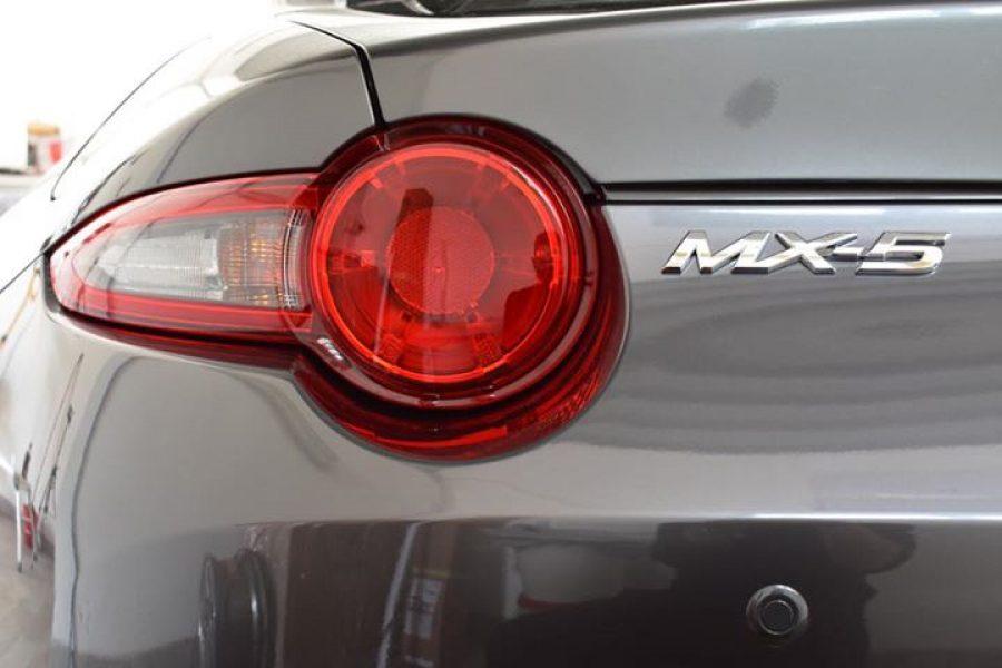 Siete pronti per vedere ogni singola parte di questa  #Mazda curata e protetta d…