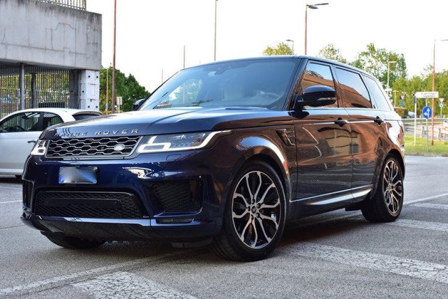 Una  #Range  #Rover  #Sport con appena mille km, ma bisognosa delle nostre cure….