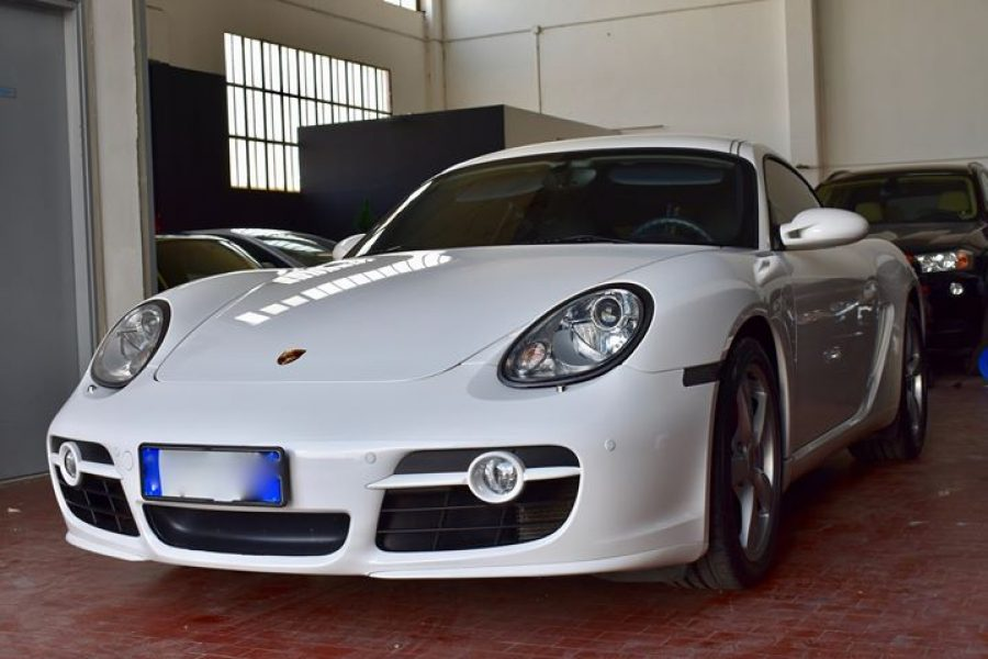 Questa  #Porsche  #CaymanS è tornata a trovarci per una nuova decontaminazione a…