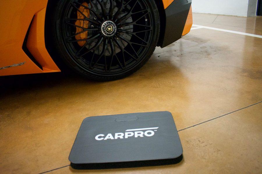 Le mie ginocchia sono salve grazie al tappetino CarPro by LaCuraDellAuto.it  …
